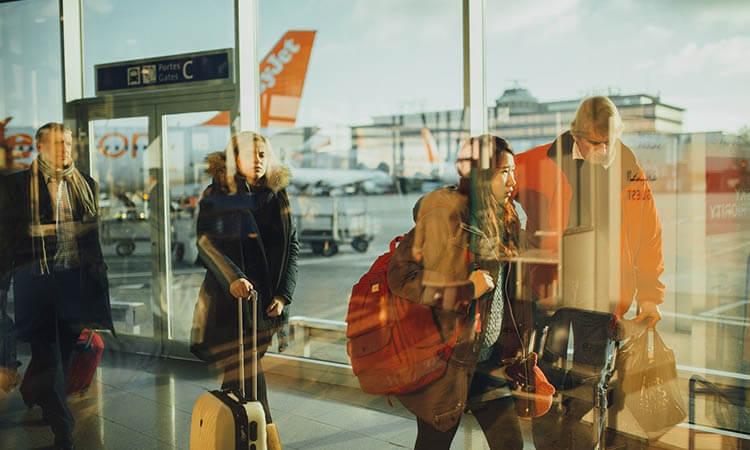 ¿Cómo ayudar al medio ambiente mientras estás viajando?