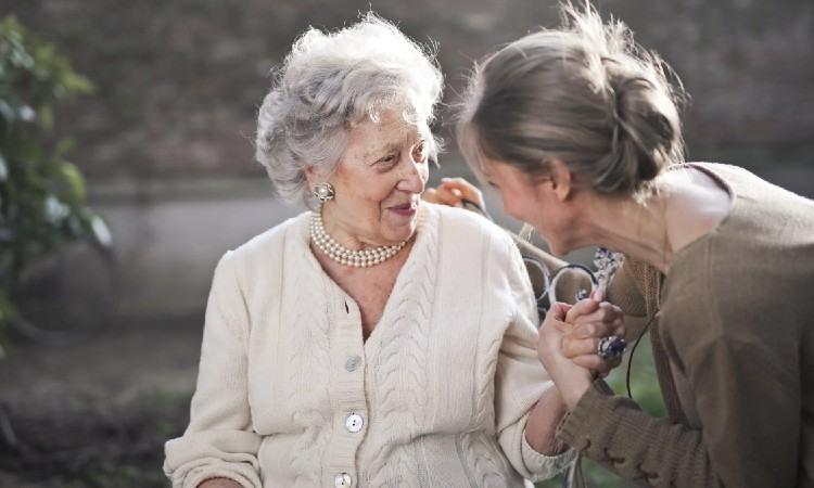 El cuidado de personas mayores siempre debe dejarse en manos de personas expertas