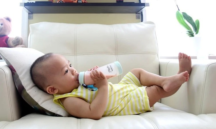 Las fórmulas lácteas para bebé: datos para elegir la mejor