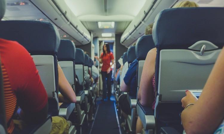 ¿Cómo convertirse en azafata de vuelo?